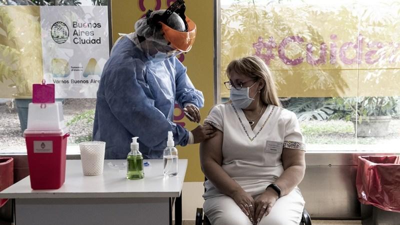 """Quirós reiteró que para combatir la variante Delta, """"la mejor manera es vacunarnos con dos dosis""""."""