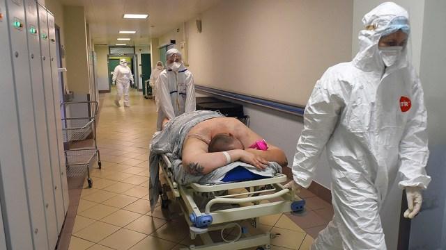 El número de muertes por Covid-19 en el mundo aumentó un 21% en la última semana.