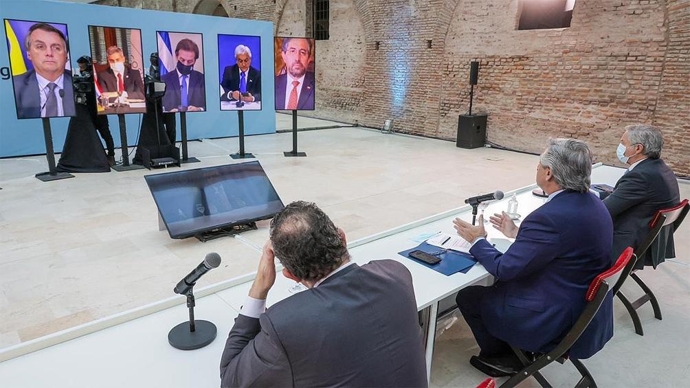 """""""Estoy seguro que no hay Mercosur sin pueblos y sin un oído atento al mundo social productivo y regional"""", dijo Fernández."""