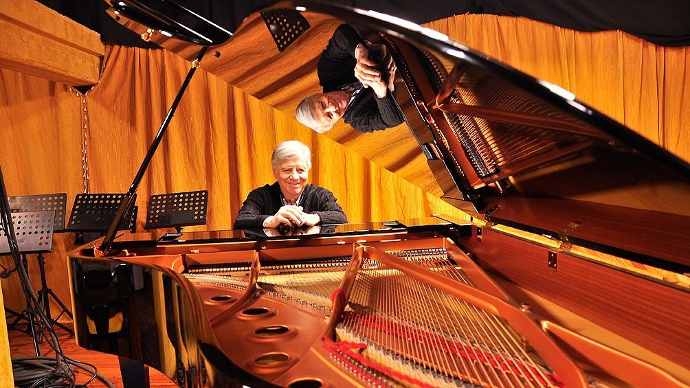 A lo largo de su carrera se presentó en diversos escenarios argentinos y del exterior.