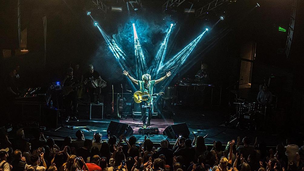 El músico asegura que no presentará esas canciones folclóricas en directo ni sabe si volverá a cantar en vivo frente al público.