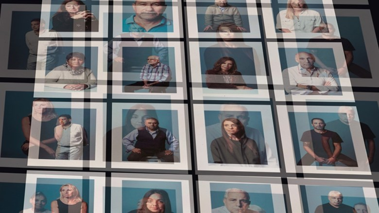 La muestra de Alejanda López sobre los sobrevivientes del atentado.