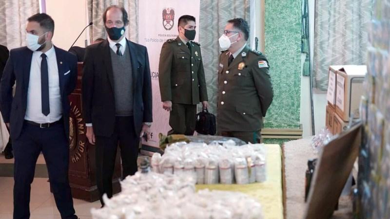"""Esta semana el ministro de Gobierno de Bolivia, Eduardo del Castillo, exhibió en una conferencia de prensa """"26.900 municiones de las 70.000 de fabricaciones militares anti tumulto"""""""