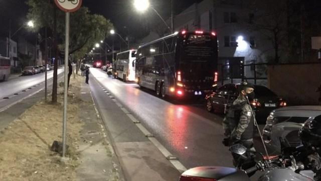 La policía lanzó gases lacrimógenos tras el partido