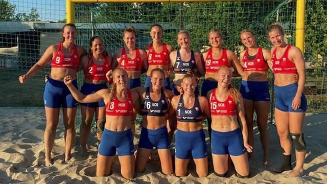 Las jugadoras noruegas salieron a la cancha vestidas como quisieron (Foto: Twitter).