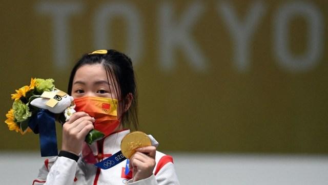 """China consiguió """"abrir"""" el medallero con una presea que obtuvo en tiro (Foto: AFP)"""