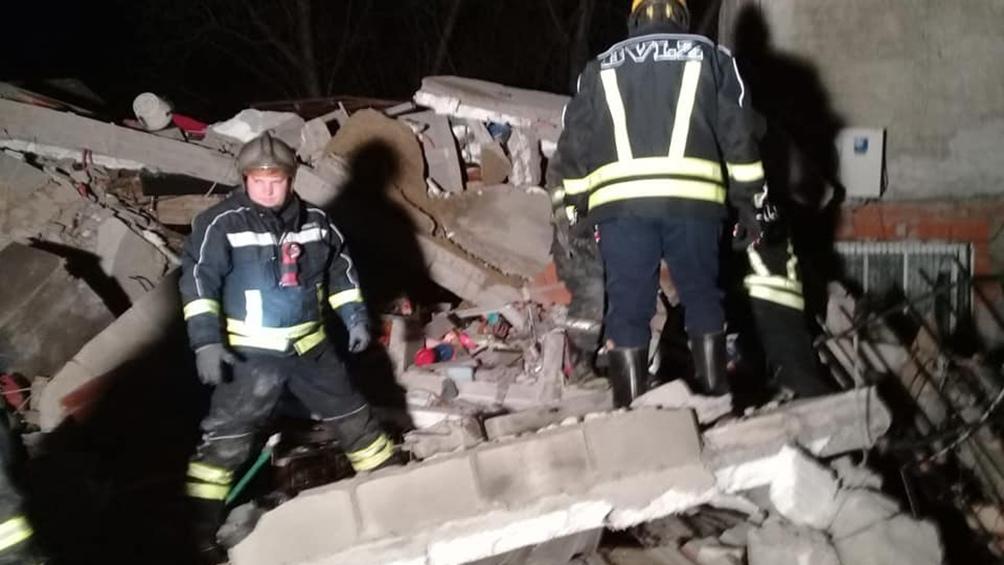 Al menos cuatro personas fueron retiradas del lugar con heridas.