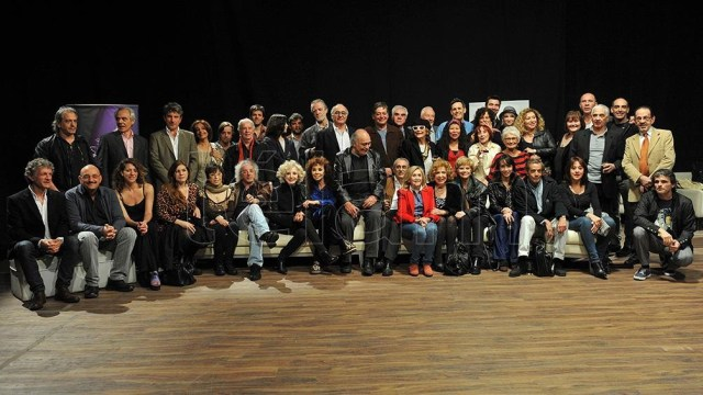 El gran equipo de Teatro Abierto en uno de sus momentos culminantes (Foto: Paula Ribas).