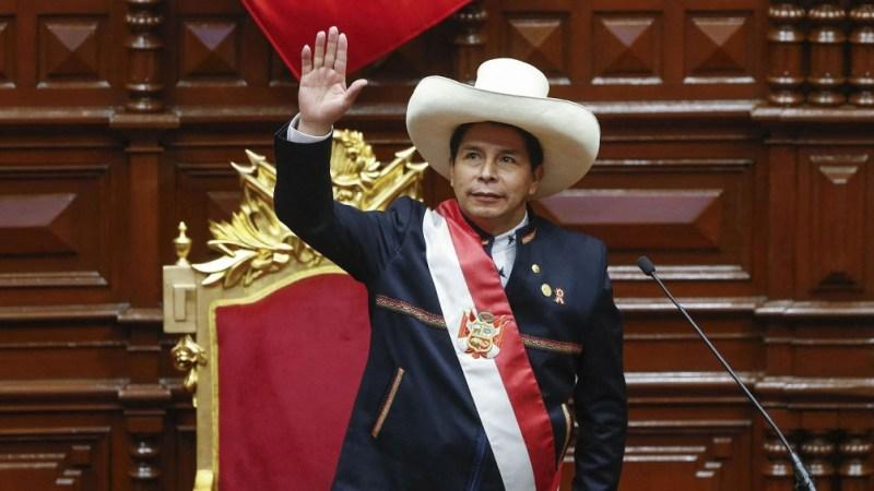 """""""Una vez más, rechazamos rotundamente los actos de terrorismo. No podemos seguir en estos dimes y diretes de que tenemos ideología senderista. (Eso es) totalmente falso"""" dijo el presidente Castillo."""