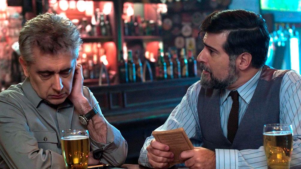 Héctor Díaz como el director y Rafael Spregelburd como un experto en literatura inglesa y espionaje.
