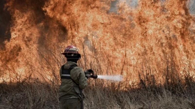 En Córdoba las llamas afectan al departamento de Pocho, mientras que en Punilla se encuentran controladas.