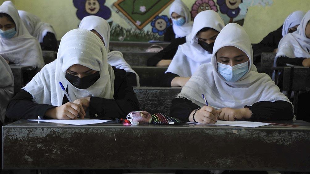 La presidenta de Eslovaquia y la primera ministra de Islandia pidieron a los talibanes que se respeten los derechos de las mujeres y niñas .