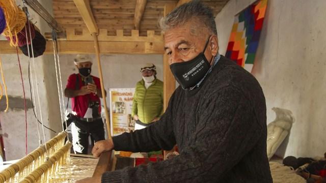 La artesanía en telar es una actividad destacada, ya que forma parte de la identidad del lugar.