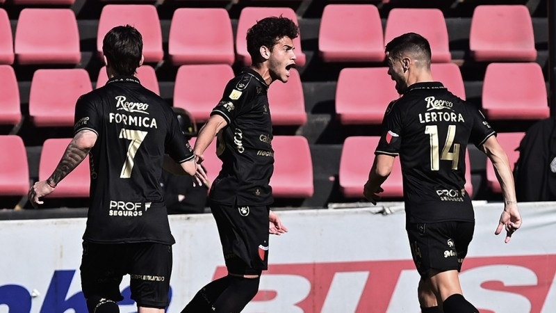 Colón busca una victoria en Sarandí ante Arsenal. Foto: Sebastián Granata