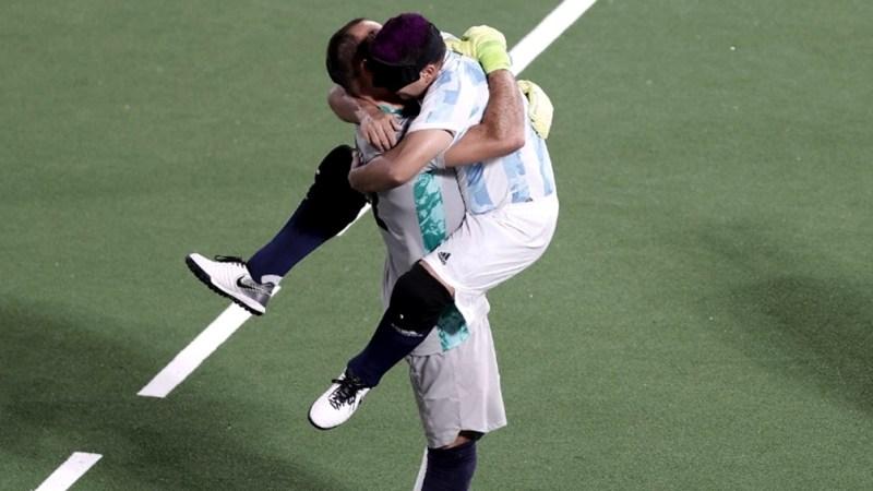 Argentina se impuso merced a dos goles anotados por Maximiliano Espinillo