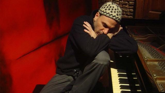 Facundo prepara una serie de presentaciones en distintos formatos para homenajear la música de su padre a lo largo del año.