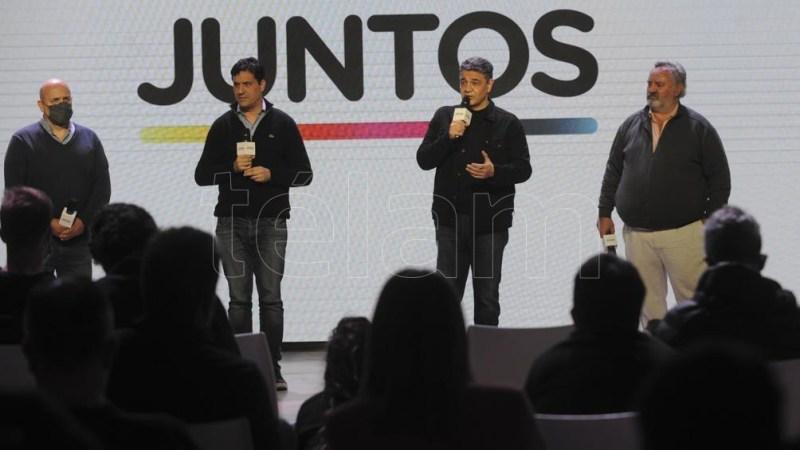Los jefes de campaña de los precandidatos, Manuel Terradez y Néstor Grindetti fueron los primeros dirigentes de JXC que salieron a responder preguntas de los periodistas. (Foto: Eva Cabrera)