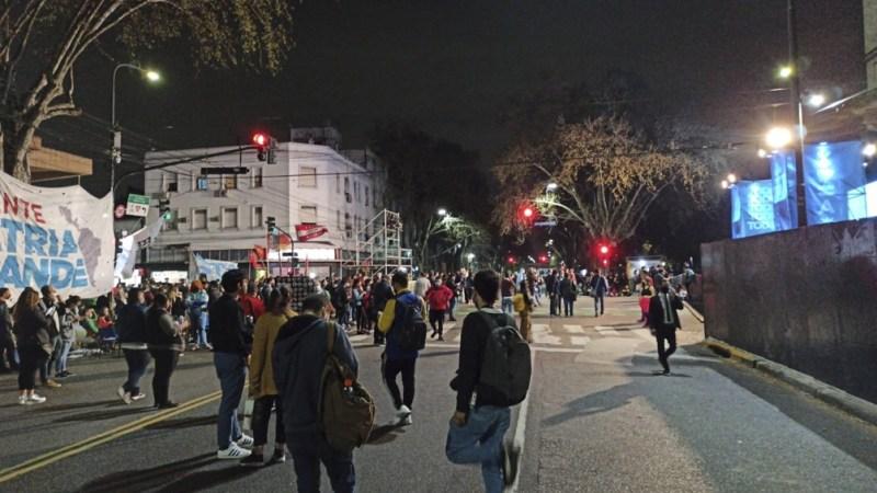 Militantes llegaban al`búnker del FdT. Foto: Ramiro González.