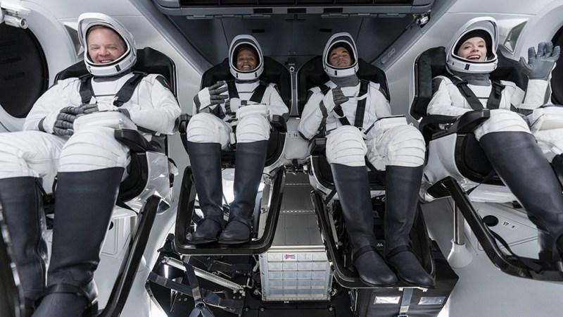 La empresa aeroespacial estadounidense del multimillonario Elon Musk anunció que volarán más allá de la órbita de la Estación Espacial Internacional durante tres días.