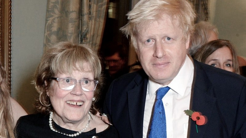 La madre del primer ministro británico falleció de manera repentina.