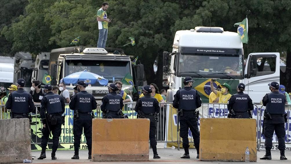 Los camioneros brasileños bloquearon carreteras y amenazaron invadir el Supremo Tribunal Federal