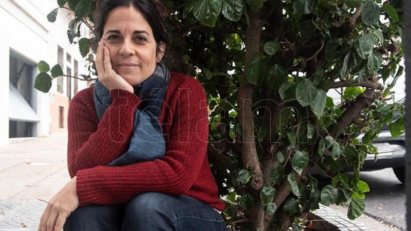 Analía Kalinec es profesora de enseñanza primaria, psicóloga y cursa la carrera de derecho en la Universidad de Buenos Aires-