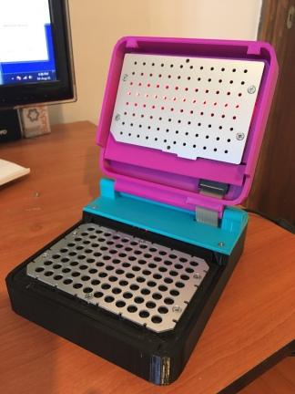 Ya desarrollaron prototipos con capacidad de procesar 24 y 96 muestras.