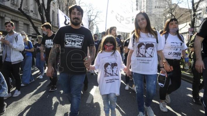 Estudiantes de La Plata, Ensenada, Beriso, Berezategui y Quilmes se dieron cita en la marcha. (Foto: Eva Cabrera).