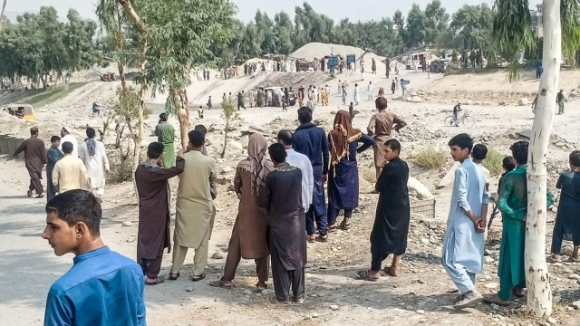 The multiple attacks left dozens of civilian and Taliban casualties, especially in Kabul and in the eastern state of Nangarhar, bordering Pakistan and a stronghold of ISIS in Afghanistan.