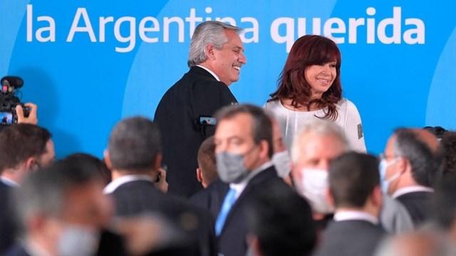 Alberto y Cristina apenas finalizada la presentación del proyecto.  (Foto: Julián Alvarez)