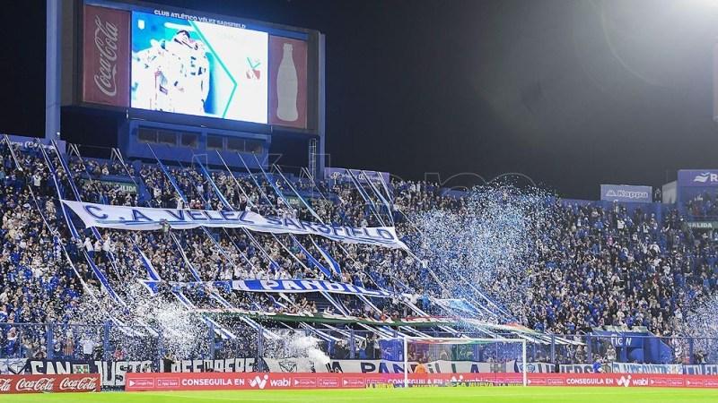La hinchada de Vélez durante el partido ante Independiente.