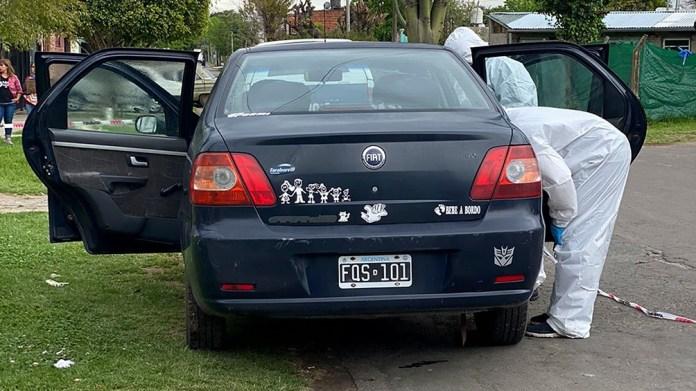 El auto Fiat Siena de Pérez, que fue requisado y secuestrado para pericias.
