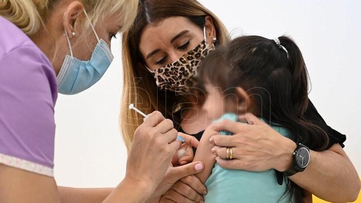 El Gobierno bonaerense ya envió más de 600 mil turnos de vacunas para niños y niñas de 3 a 17 años. Foto: Sebastián Granata.
