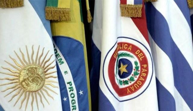La banderas de los cuatro socios plenos del Mercosur: Argentina, Brasil, Paraguay y Uruguay.