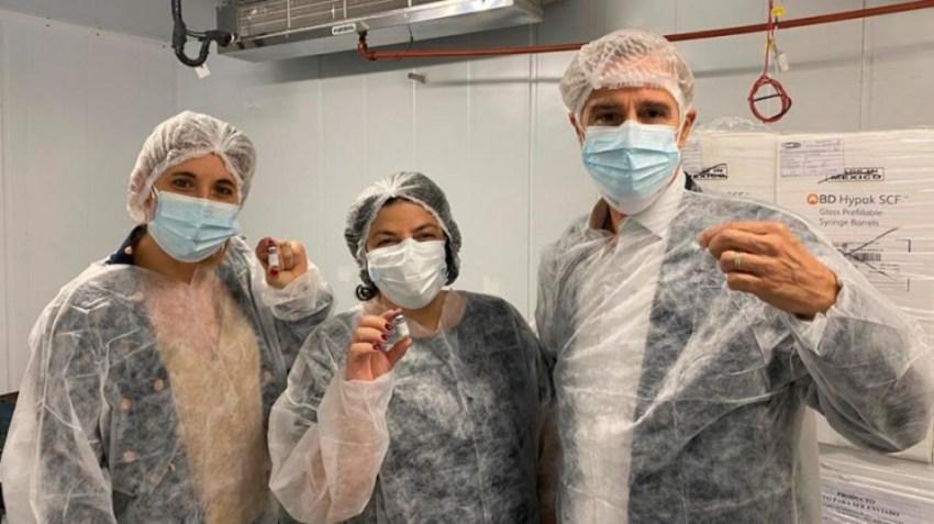 Richmond, un laboratorio local produce dosis de la vacuna Sputnik.