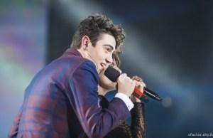 """X Factor 7 (LA FINALE) - Michele Bravi canta """"Gocce di Memoria"""" con Giorgia (Video) 8"""