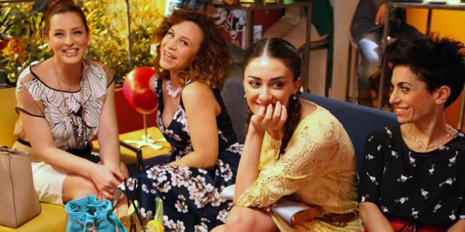 What Women Want – 4 amiche al bar, la sit-com al femminile di Italia Uno con Simona Borioni e Valeria Graci