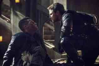 Josh-Segarra-Stephen-Amell-in-Arrow-Season-5-Finale
