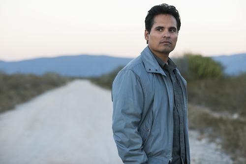 Narcos: le prime immagini della quarta stagione presentano Michael Peña e Diego Luna 1