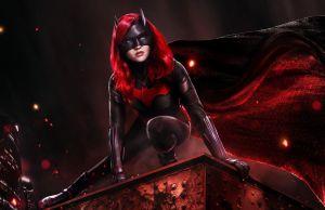Batwoman: il Batman di Christopher Nolan è parte dell'Arrowverse dopo la Crisi? 9