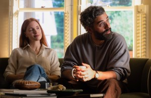 Jessica Chastain e Oscar Isaac in una scena dal primo episodio