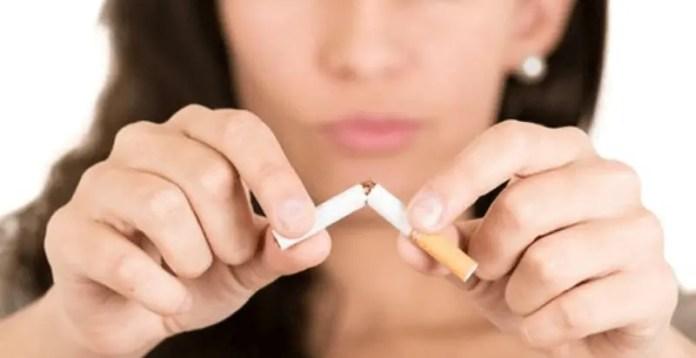 Salute donne, senza la sigaretta aumenta il seno