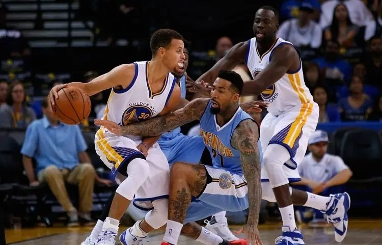 NBA: Denver ferma i Warriors, Clippers sconfitti da Memphis