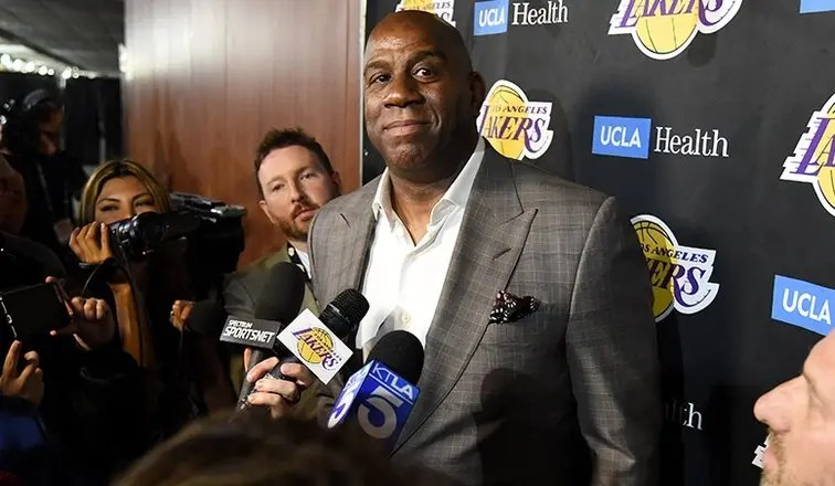 NBA, Magic Johnson saluta i Lakers. Rassegnate le dimissioni
