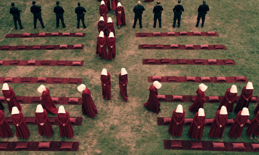 The Handmaid's Tale: Margaret Atwood spiega l'importanza del colore rosso nella serie