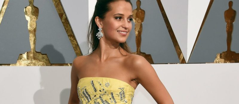 alicia vikander oscars red carpet