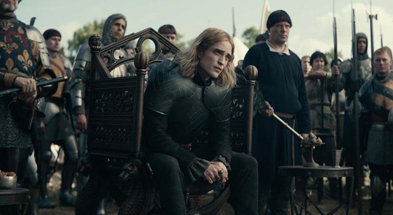 Il re film netflix Robert Pattinson