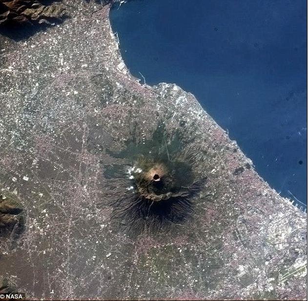 Il vulcano più famoso al mondo: il Vesuvio nell'incontro con il Festival della Scienza