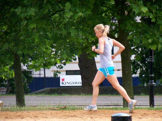 Do napetosti u stopalima može doći zbog trčanja