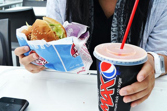 Reći da više nikad nećemo jesti nezdravu hranu nije pravilno